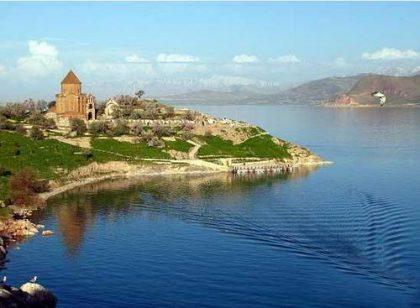 Once a year church ceremony in Akhtamar island is the maximum Turkish generosity