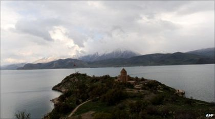 Turkey treads cautiously on question of Armenian past