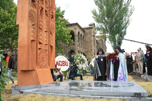 Remains of Alex and Marie Manoogian arrive in Etchmiadzin