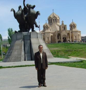 Ara Ashjian in front of General Antranig statue in Yerevan