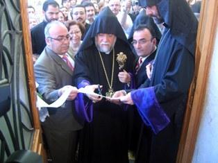 Aram Catholicos inaugurates the newly built Chemberdjian library in Aleppo