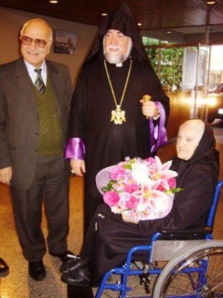 Aram I visits the Armenian elderly and orphans in Lebanon