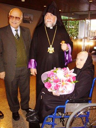Aram Catholicos visits the Armenian elderly
