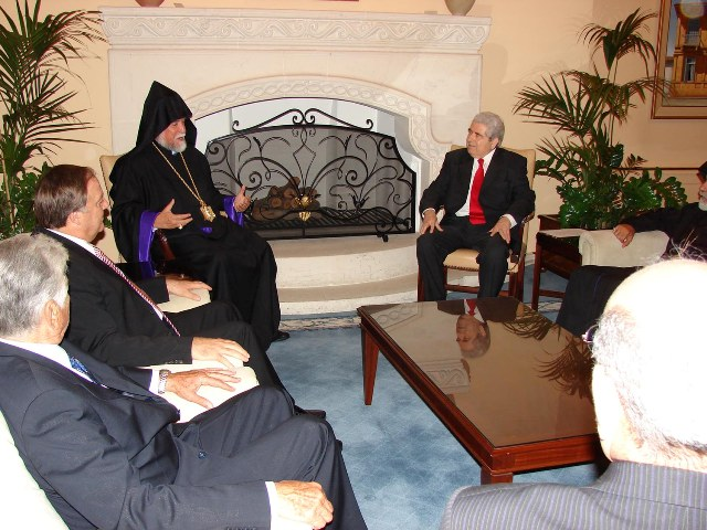Catholicos Aram meets with President Christofias of Cyprus