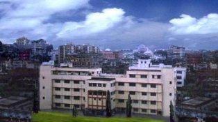 Ex-pupil Armen Lucas visits the Armenian College in Calcutta