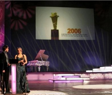 Hasmig Garabedian receives her award