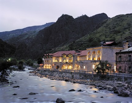 Avan Dzoraget Hotel at night