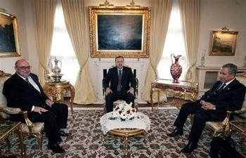 Turkey's Armenians demand Erdogan's apology