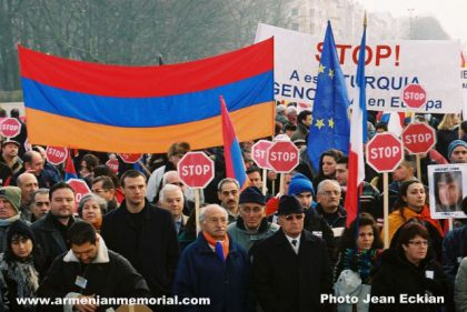 Armenian demonstrators call for halt to Turkey's EU talks