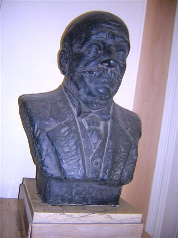 Statue of a benefactor