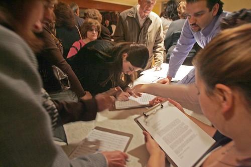Armenians in Glendale support Iraqi Armenians