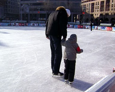 Residents of Yerevan can do figure skating on Swan Lake