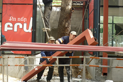 Mashtots Park kiosks being dismantled before the elections