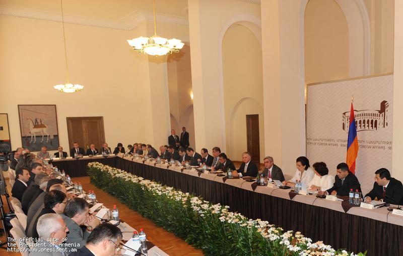President Sargsyan with Armenian diplomats