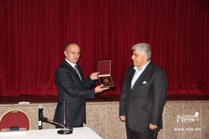 Minister of Defence Seyran Ohanyan visits UAE Armenian Community