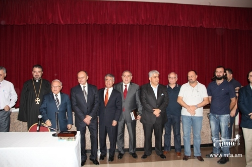 With members of the Armenian Community in Sharjah