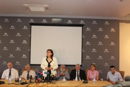 Ministry of Diaspora meets with more than 100 Syrian Armenians in Yerevan