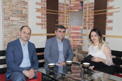 《Շաբաթվա թեման》 հաղորդման հյուրերն են Գարեգին Զուռնաչյանն ու Գարսեվան Մալխասյանը։ Թեման՝ էսթետիկ հիմունքներով հասակի ավելացում: